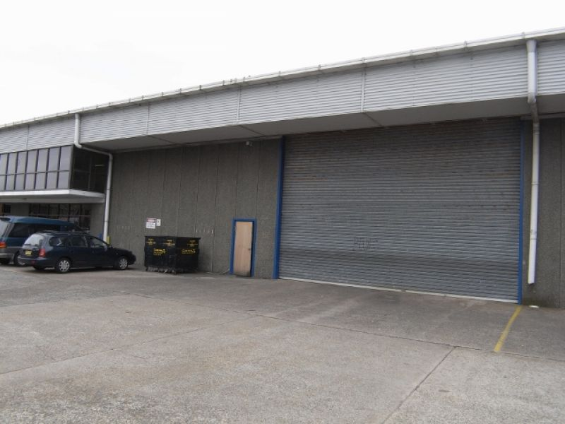 WELL PRESENTED INDUSTRIAL UNIT WITH CONTAINER ACCESS!