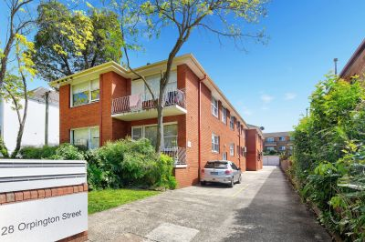 RENOVATED TWO BEDROOM APARTMENT OPPOSITE ASHFIELD PARK