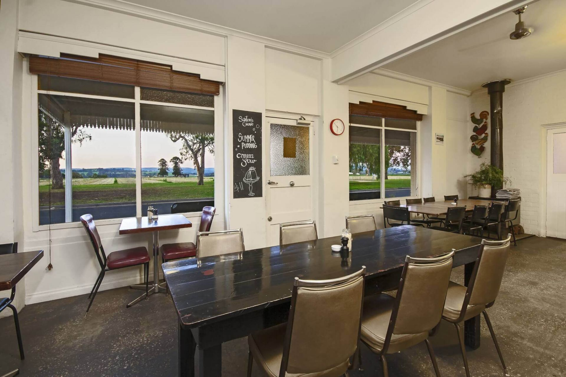 THE LONG PADDOCK RESTAURANT/CAFE.  WELL ESTABLISHED AND FULLY LICENSED
