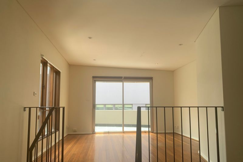 Work & live - whole floor with balcony