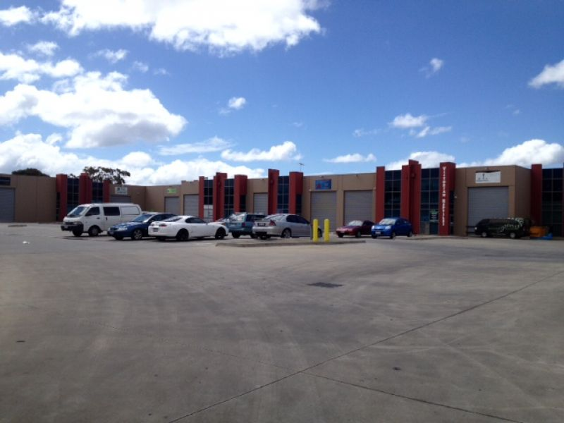 WAREHOUSE SPACE WITH AMPLE PARKING!