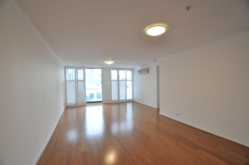The Vista: Beautiful Three Bedroom Apartment on the 4th Floor!