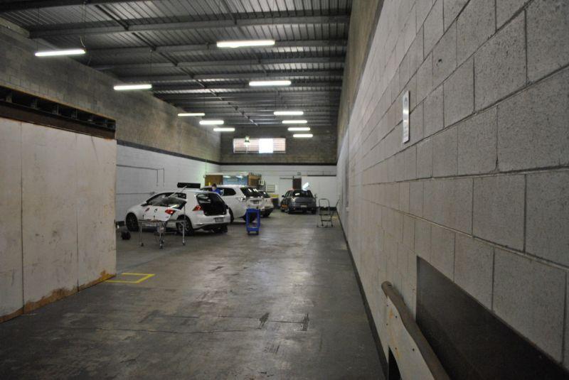 296m2 Warehouse/ Office in Slack Creek