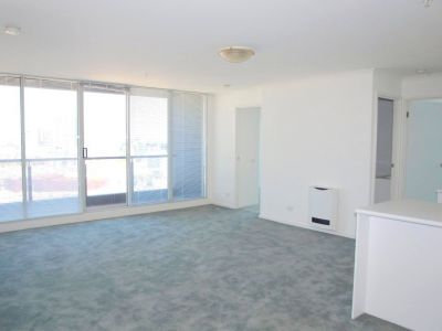 Southbank Condos: 19th Floor - Fantastic Three Bedroom Apartment!
