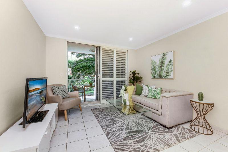 Stylish & Comfortable Garden Apartment