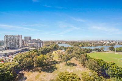 Super Large Sunny Apartment, Prime North West Corner, with 360 Degree Views