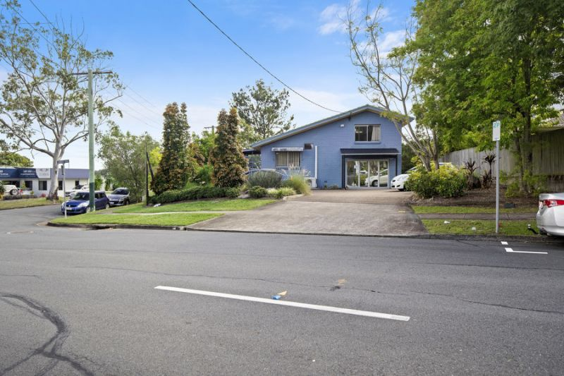 200m2 FREEHOLD SPRINGWOOD CBD EOI Closing 5pm Thursday, 27th June 2019 if not SOLD or LEASED prior*