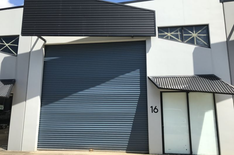 Impressive 110m2 warehouse and office