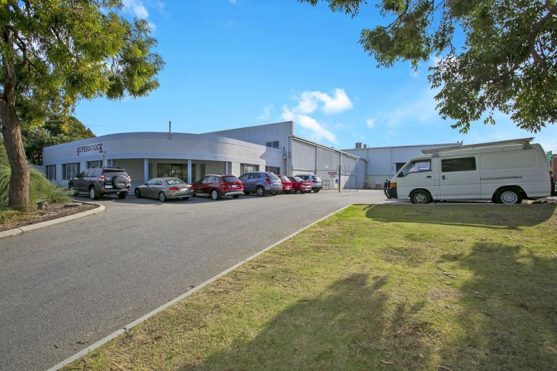 Office/Warehouse - Prime Industrial Location