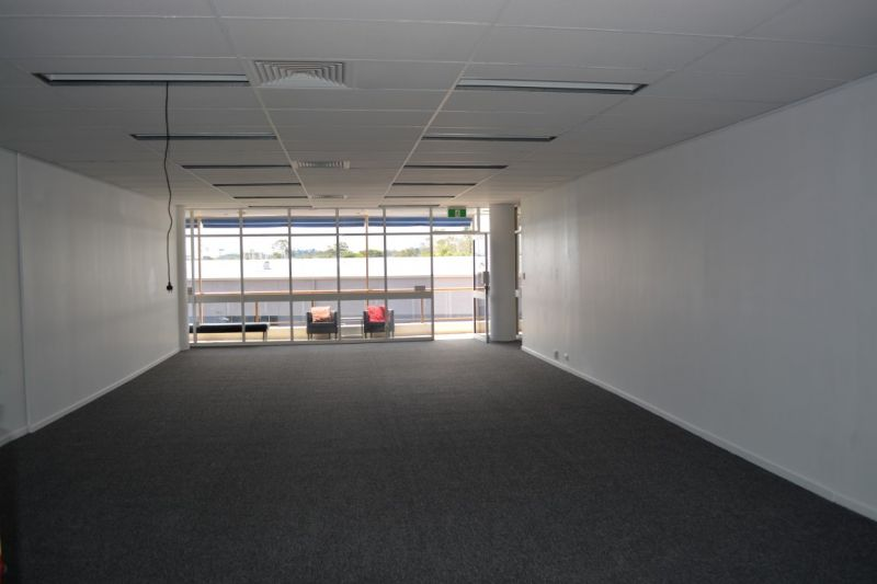 154m2 OFFICE SPACE WITH SECURE PARKING