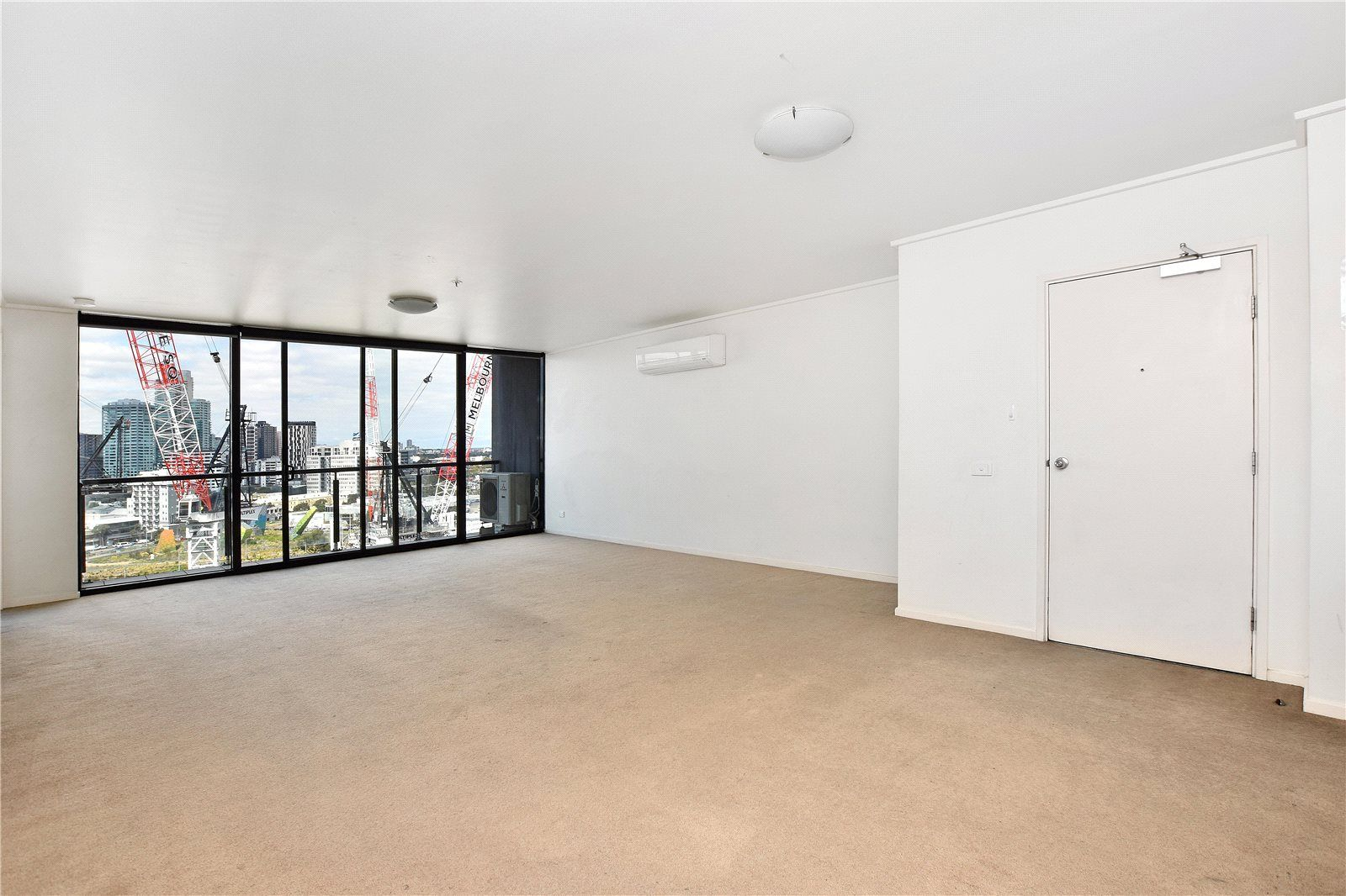 Victoria Tower: 15th Floor - Stunning and Spacious Three Bedroom Apartment!