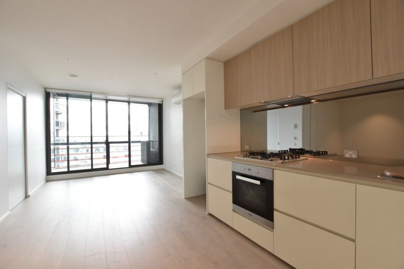 883 Collins: Stunning One Bedroom + Study Apartment in an Unparalleled Location!