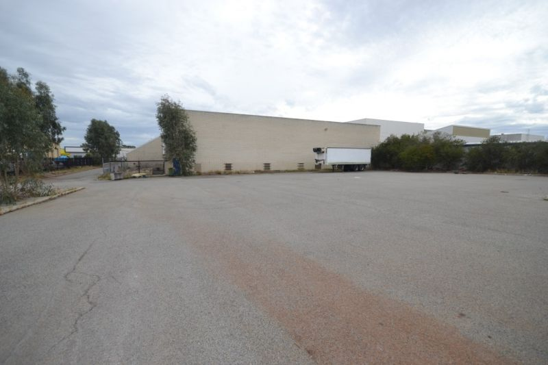 GREAT PROPERTY , GREAT LOCATION WITH AMPLE ON SITE PARKING
