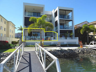 WATERFRONT GROUND FLOOR UNIT WITH PONTOON