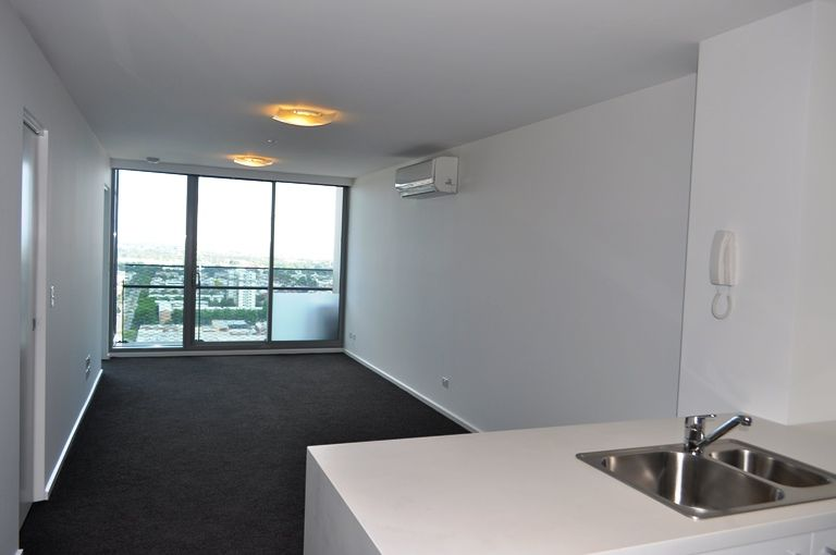MAINPOINT: 26th Floor - Superb Location!