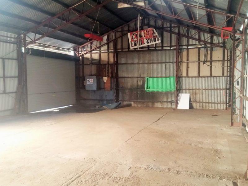 Great Location Many Uses - 125m² Warehouse