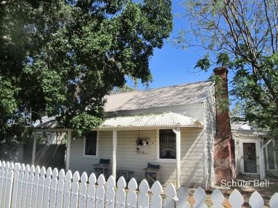 Quaint little cottage with a great rental return