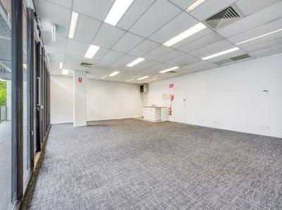 GROUNG FLOOR OFFICE/RETAIL: OXFORD STREET RETAIL PRECINCT!