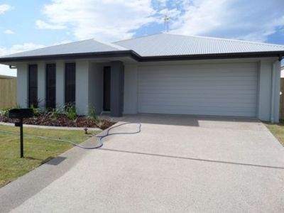 Modern Family Home close to SCUH and Birtinya Shopping Centre.