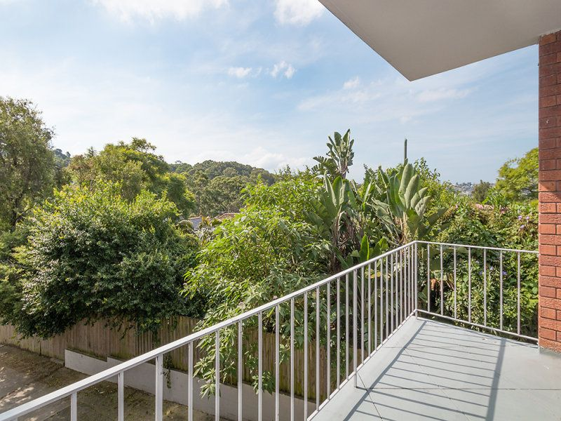 Light & Bright Apartment With Lock-Up Garage Close to Tunks Park.