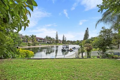 Ideal Mermaid Waters location with room for the whole family