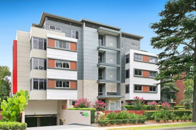 2 Bedrooms With Study In Convenient Location