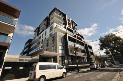 The Hub: Fantastic Studio Apartment in the Heart of Richmond!