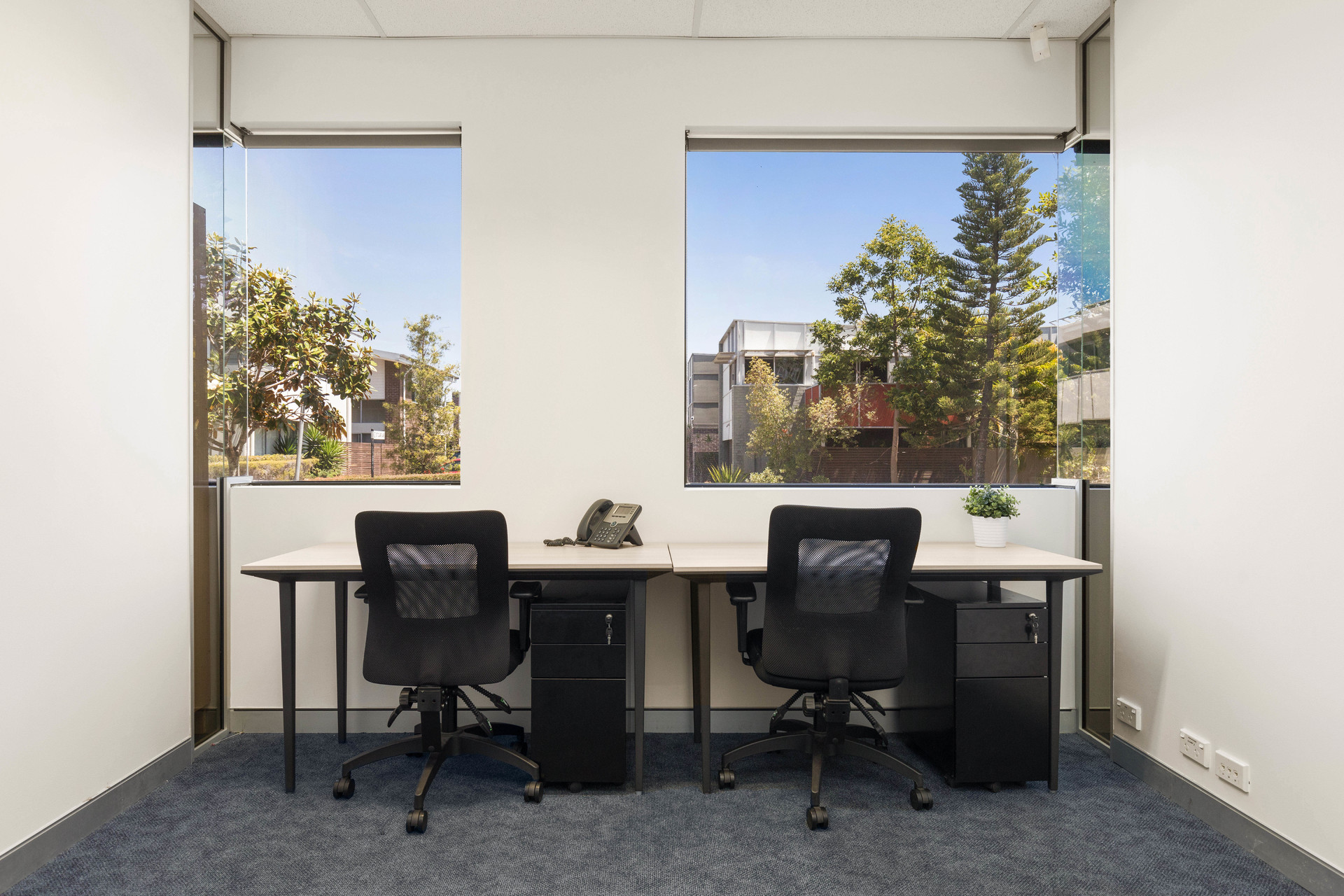 Varsity Lakes office space, only $855 per month. Grow your new business!