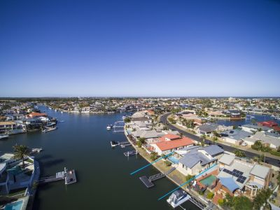 Waterfront Living  19.8m waterfrontage - Wide Canal Views