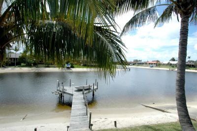 THE IDEAL FAMILY WATERFRONT ENTERTAINER
