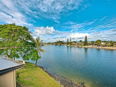 Wide Waterviews & Walk to the Beach!
