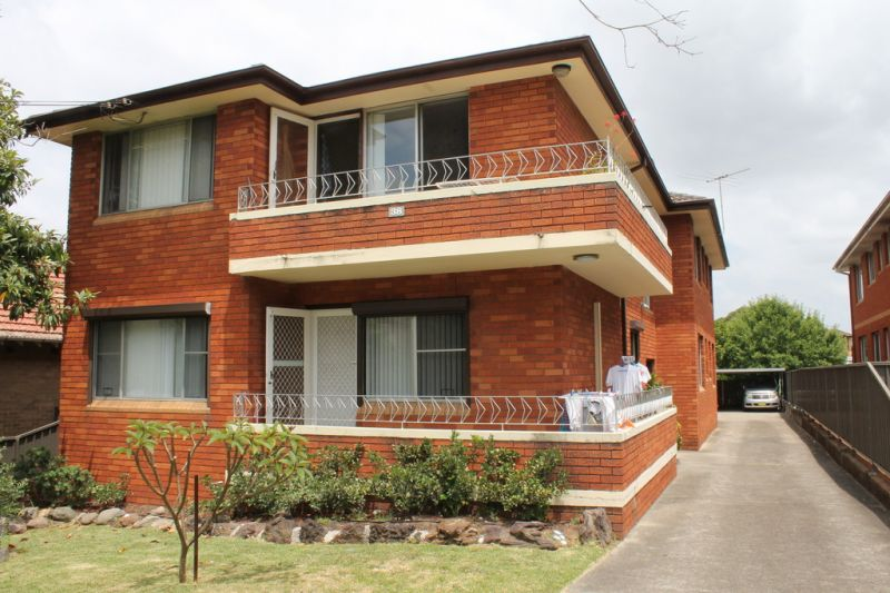 Large 2 bedroom Apartment in a small block of 6 units