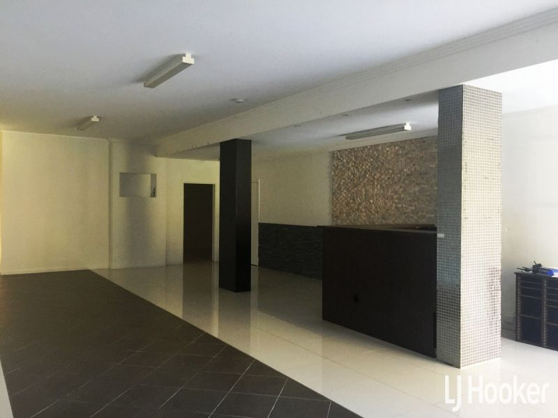 Exceptional Office/Showroom & Storage!