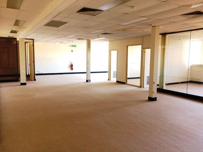 1st Floor Fitted Out Office with Lift
