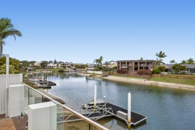 Renovated Spacious House with Pool, Solar, Boat House & a New Jetty!!
