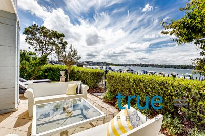 = HOLDING DEPOSIT RECEIVED = LUXURIOUS AND STYLISH EXECUTIVE BAYSIDE HOME