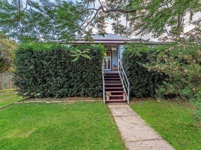 GORGEOUS CHARACTER HOME ¼ ACRE BLOCK