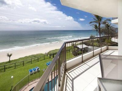 Beach front wow factor - 180 degree ocean views!