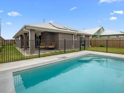 Beautiful Family Home, Pool, Two Living Spaces, Builders Warranty.