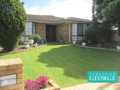 SPACIOUS WELL MAINTAINED FAMILY HOME WITH POOL!