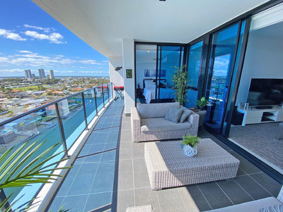 ULTRA MODERN 11TH FLOOR APARTMENT - NORTH FACING - WIDE OPEN VIEWS