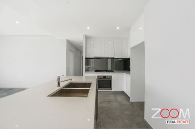 TOP FLOOR APARTMENT WITH AMAZING VIEWS- ONE WEEK FREE RENT