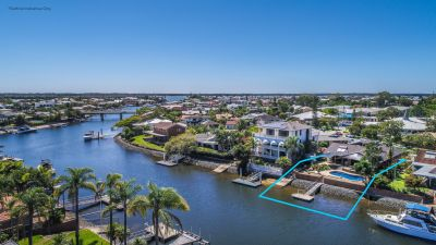 Investment Opportunity-Waterfront Family Home-906m2 Block