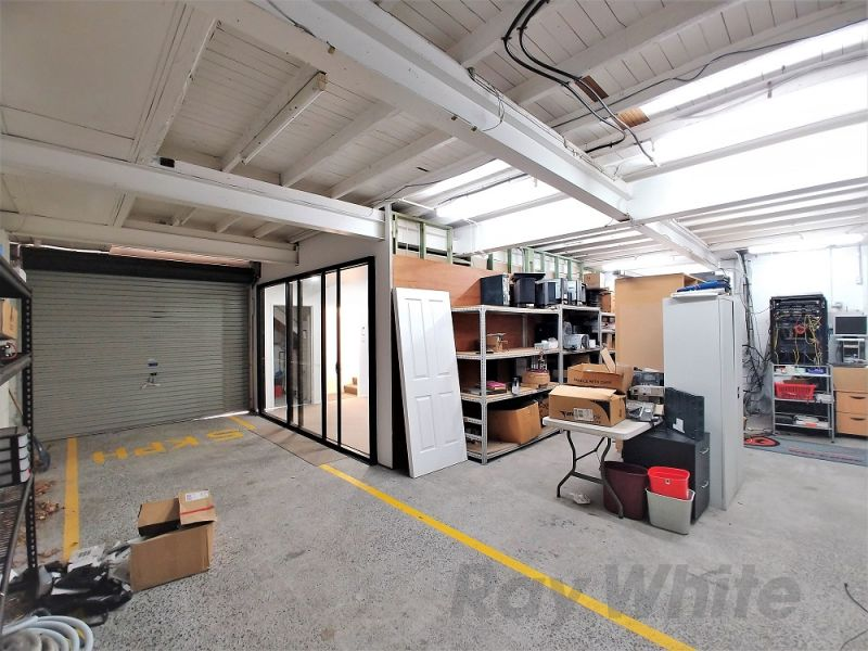 UNIQUE NORTHGATE OFFICE WITH YARD