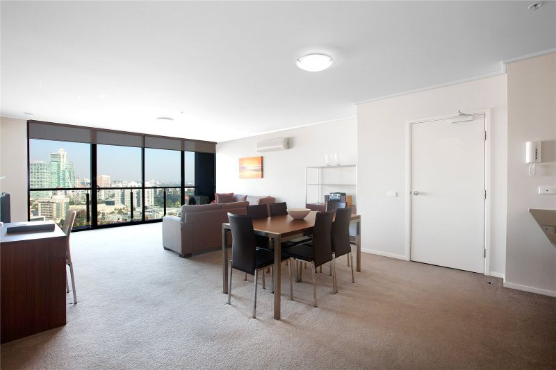Victoria Tower: Excellent Three Bedroom Apartment on the 19th Floor!
