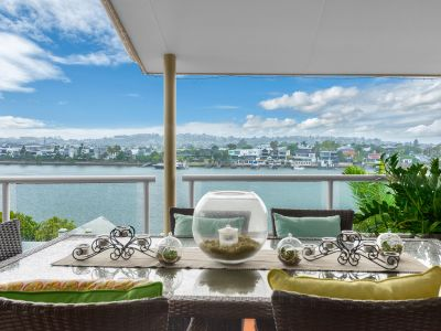 SPECTACULAR RIVER FRONT PROPERTY AVAILABLE!