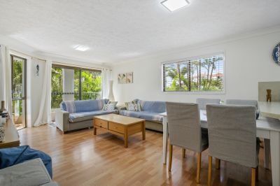 Furnished Apartment- Walk to The Beach!!