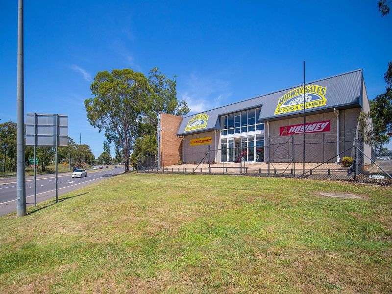 High Exposure Retail Location for the price of Industrial!