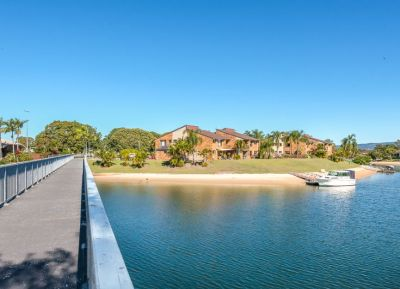 Just what you wanted - 3 Bed on water, Low BC