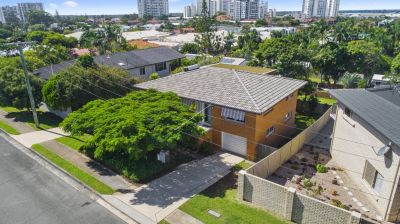 Hilltop Charmer-Close to Broadwater Lifestyle